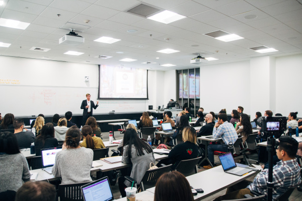 Stijn Spaas teaches MBA students at USC